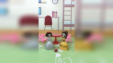少儿亲子玩具:母后送给白雪一些面膜