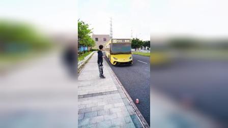 曹县公交车来了,我准备进城去看看哈