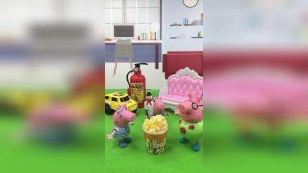 少儿亲子玩具:乔治买了榴莲味的爆米花,佩奇和猪爸爸嫌弃乔治