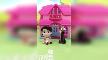 少儿玩具:王后找围裙妈妈要包了