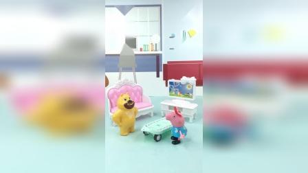 亲子玩具:佩奇给熊二看滑板车