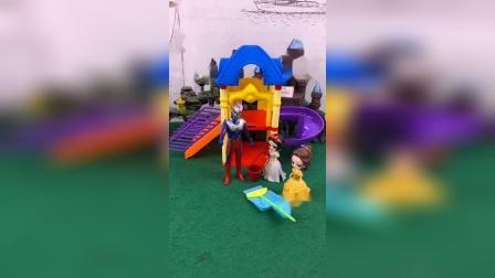 奥特曼帮助白雪公主们,抓住了毒蜘蛛