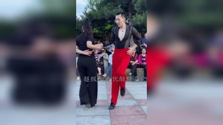 果果和王淑银老师水兵舞