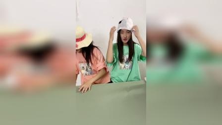小朋友觉得姐姐谁的帽子好看?