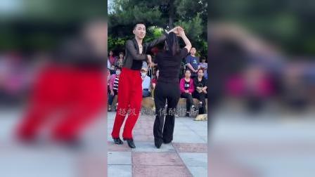 果果和王老师母子水兵舞