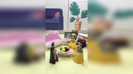 白雪跟母后说饭菜是自己做的,王后会相信吗?