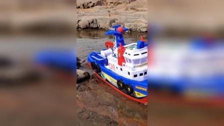 海绵宝宝的喷水玩具船 哇 好好玩