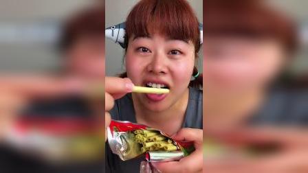 零食吃过那么多小时候你吃过一根葱吗