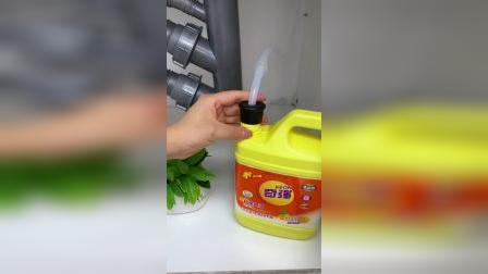 水槽边上如果没有这个净水器,可以装上这个皂液器清洗,方便