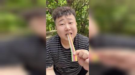 趣味童年:这个彩虹糖也太好吃了,你们吃过吗?