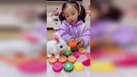 趣味童年:原来小兔子最喜欢吃胡萝卜