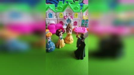 小公主们都想学跳舞,王后就把他们送到学跳舞的地方好好学