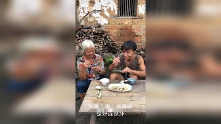老妈第一次吃生蚝,她说味道还可以!