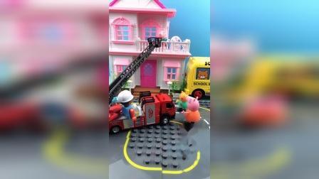 乔治在屋顶上下不来了,妈妈叫来了消防车