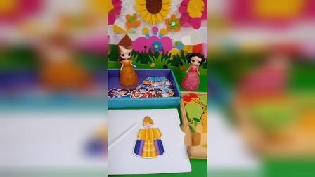 白雪想玩公主拼图,贝儿也想玩公主拼图,这可怎么办呀?