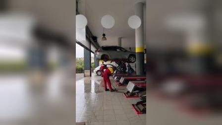 非洲卢旺达,去印度人汽修厂修车,价格贵但生意好