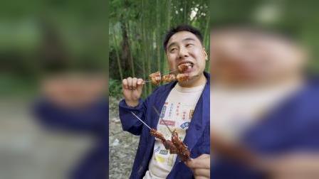 小伙自制黄泥土窑,只为吃上—口新疆大串