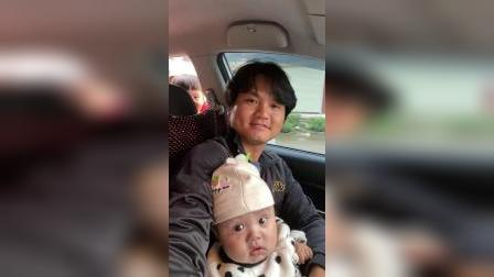 接哥哥放学#宝宝成长记录# 2021.4.26