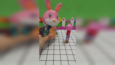 佩奇和小兔子交换糖果吃