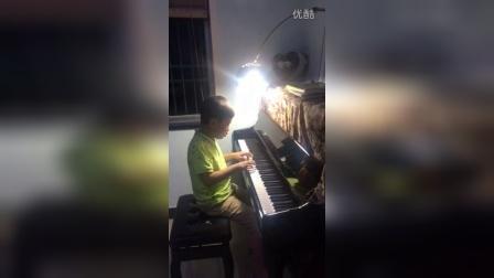 潘颖钢琴学员杨峻亦演奏《新年好》